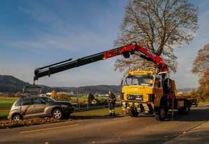 Unfall Ebringerstrasse Schaffhausen, Bergung mit Saurer D330B