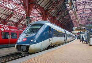 Der DSB MG 5618 (DSB IC 4) – MG 5618 / FH 6618 / FG 6818 / MG 5818 am 20.06.2019 als DSB Re nach Kalundborg beim Halt im Hauptbahnhof Kopenhagen (Københavns H).