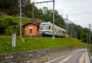 """Der FART Gelenk-Triebwagen ABe 4/6 54 """"Intragna""""  am 02.08.2019  hat seinen Endbahnhof  Camedo erreicht, und steht nun wieder zur Rückfahrt nach Locarno bereit."""