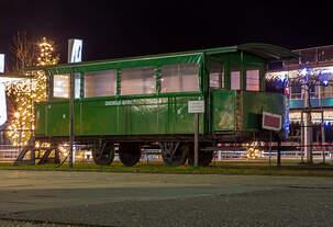 Der halboffene 2.Klasse Personenwagen mit Plattform Nr.