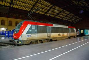 Die an Thello vermietete Akiem 36011 (91 87 0036 011-1 F-AKIEM), eine Alstom BB 36000  Astride  (Asynchron Tricurrent Drive Engine) am 24.03.2015 im Bahnhof Marseille Saint-Charles.