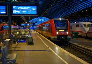 Der dreiteilige Dieseltriebzug 620 539 / 621 039 / 620 039 ein ALSTOM Coradia LINT 81 der DB Regio (VAREO) fährt am morgen des 28.12.2017, auf Dienstfahrt (Leerfahrt) durch den Hauptbahnhof